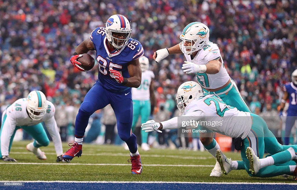 Charles Clay #85 of the Buffalo Bills scores a touchdown during the second half at New Era Stadium on December 24, 2016 in Orchard Park, New York.