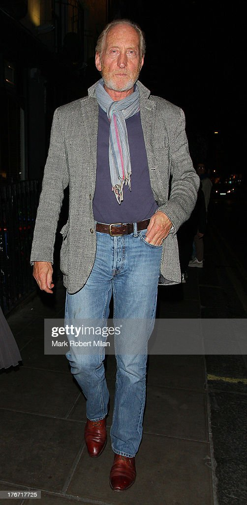 <a gi-track='captionPersonalityLinkClicked' href=/galleries/search?phrase=Charles+Dance&family=editorial&specificpeople=206817 ng-click='$event.stopPropagation()'>Charles Dance</a> leaving the Groucho club on August 17, 2013 in London, England.