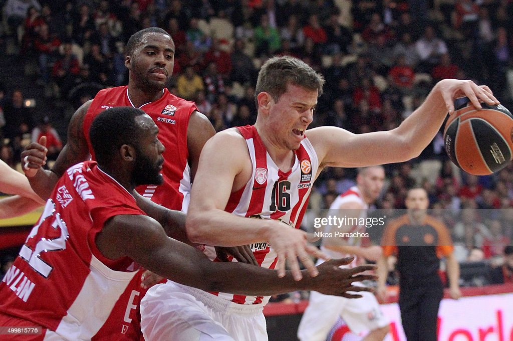 Charles Jenkins #22 of EA7 Emporio Armani Milan competes with Dimitrios Agravanis #16 of Olympiacos Piraeus during the Turkish Airlines Euroleague...