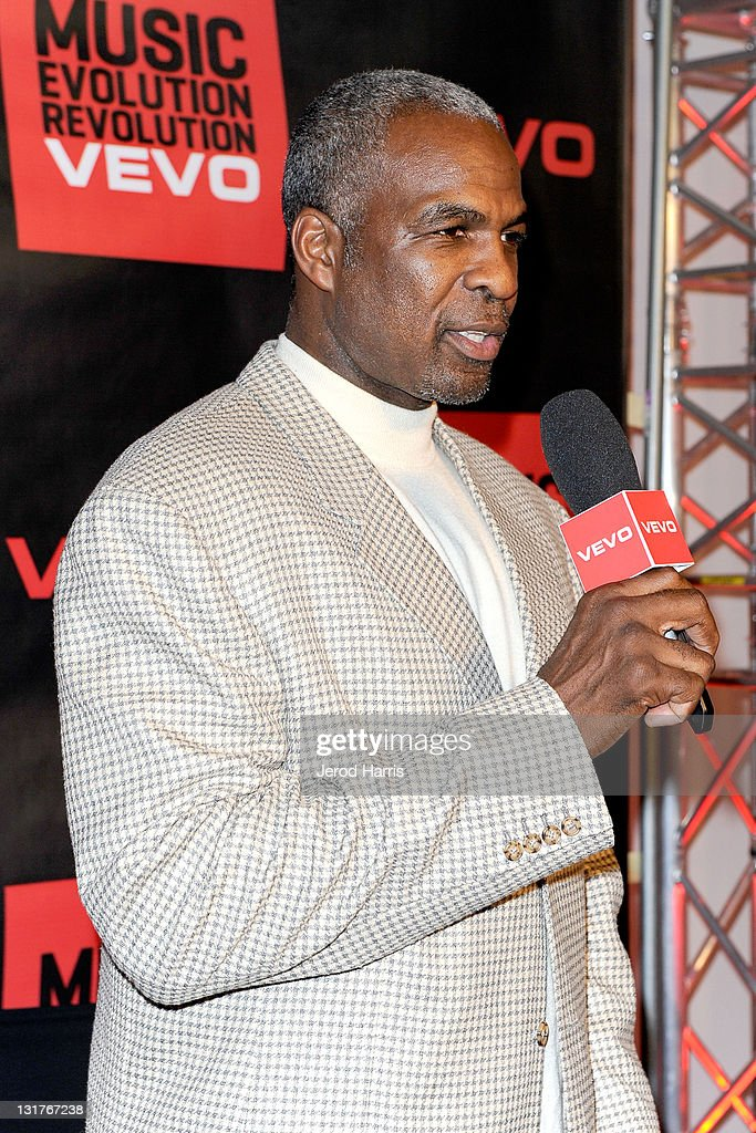 <a gi-track='captionPersonalityLinkClicked' href=/galleries/search?phrase=Charles+Oakley&family=editorial&specificpeople=213241 ng-click='$event.stopPropagation()'>Charles Oakley</a> arrives at the NBA Players Association All-Star Gala at JW Marriott Los Angeles at L.A. LIVE on February 19, 2011 in Los Angeles, California.