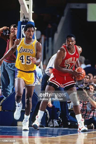 Charles Oakley of the Chicago Bulls rebounds against AC Green of the Los Angeles Lakers circa 1987 at the Great Western Forum in Inglewood California...