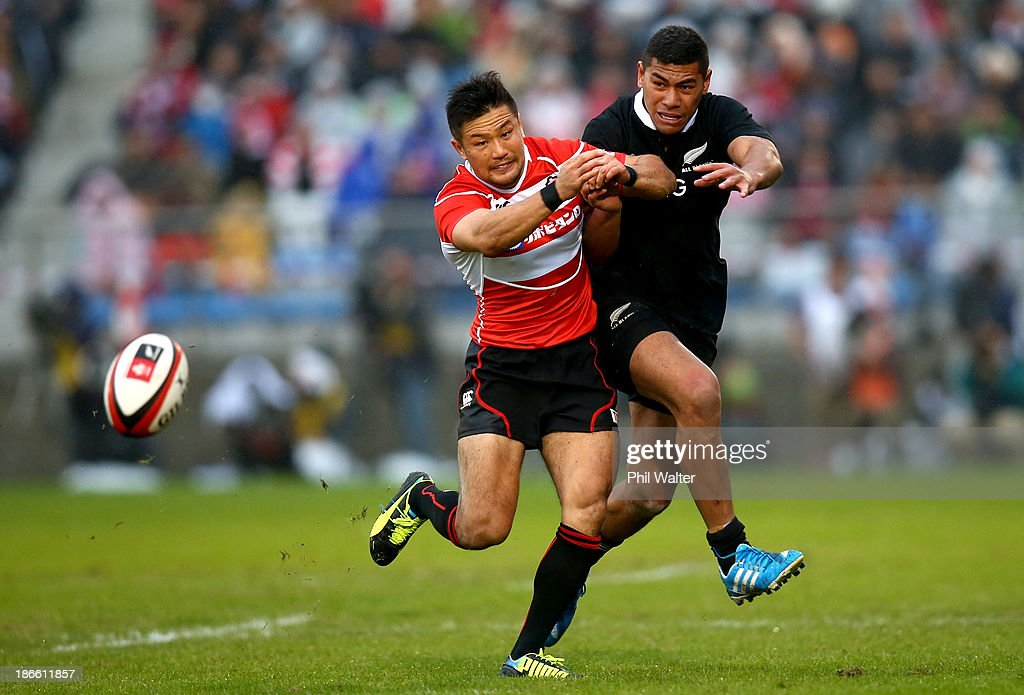 <a gi-track='captionPersonalityLinkClicked' href=/galleries/search?phrase=Charles+Piutau&family=editorial&specificpeople=7158787 ng-click='$event.stopPropagation()'>Charles Piutau</a> of the All Blacks kicks under pressure from Toshiaki Hirose of Japan during the International Rugby Test Match between Japan and the New Zealand All Blacks at Prince Chichibu Memorial Rugby Stadium on November 2, 2013 in Tokyo, Japan.