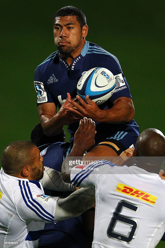 <a gi-track='captionPersonalityLinkClicked' href=/galleries/search?phrase=Charles+Piutau&family=editorial&specificpeople=7158787 ng-click='$event.stopPropagation()'>Charles Piutau</a> of the Blues catches a high ball during the round 12 Super Rugby match between the Blues and the Stormers at North Harbour Stadium on May 3, 2013 in Auckland, New Zealand.