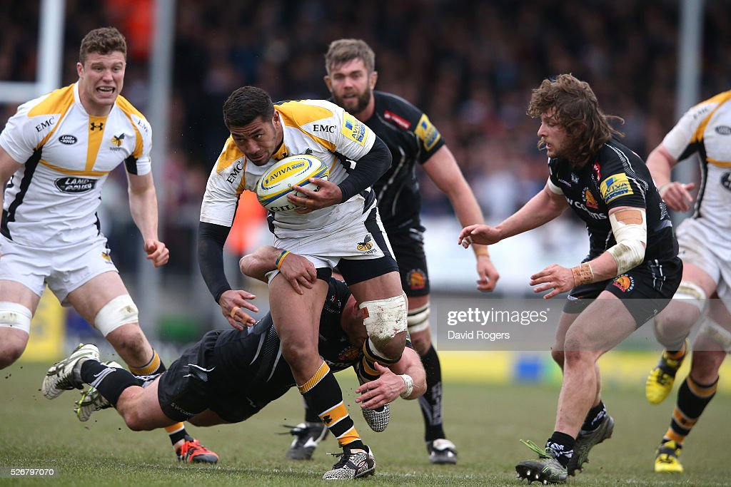 <a gi-track='captionPersonalityLinkClicked' href=/galleries/search?phrase=Charles+Piutau&family=editorial&specificpeople=7158787 ng-click='$event.stopPropagation()'>Charles Piutau</a> of Wasps charges upfield during the Aviva Premiership match between Exeter Chiefs and Wasps at Sandy Park on May 1, 2016 in Exeter, England.