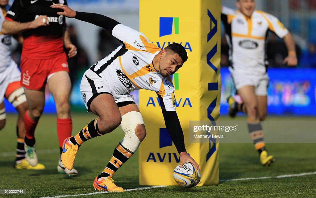 Charles Piutau of Wasps scores a try during the Aviva Premiership match between Saracens and Wasps at Allianz Park on February 14, in Barnet, England.
