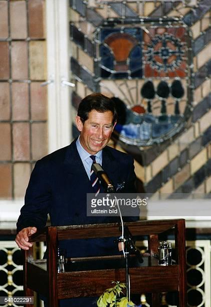 Charles Prince of Wales *Thronfolger GB Portrait am Rednerpult 1994