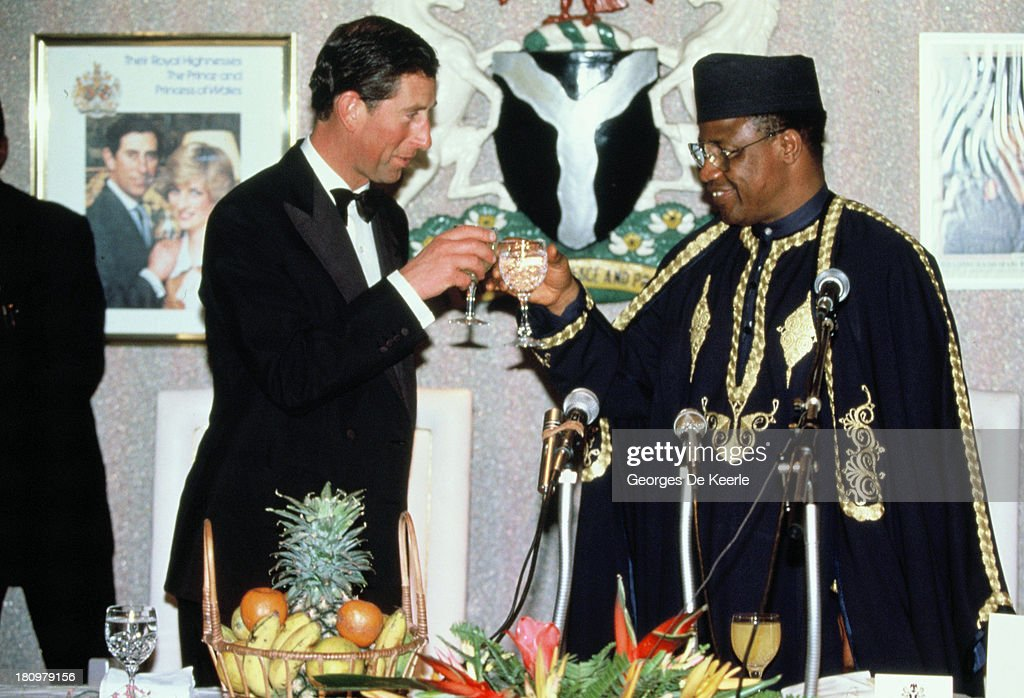 Charles (L), Prince of Wales, toasts with the former Nigerian president Ibrahim Babangida at a State Banquet during the official visit to Nigeria on March 15, 1990 in Lagos, Nigeria.