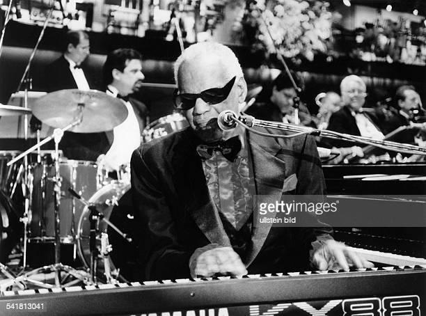 Charles Ray *Musiker Pianist Saenger USA Auftritt beim Presseball in Berlin