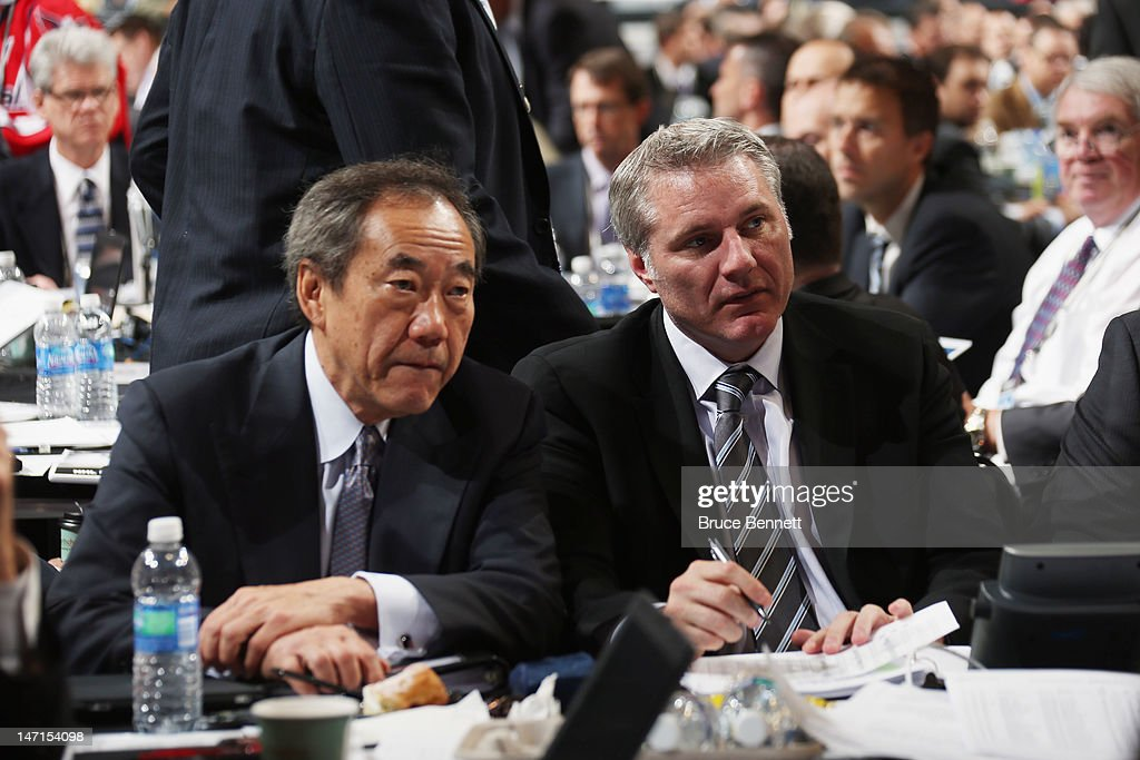 Charles Wang and <a gi-track='captionPersonalityLinkClicked' href=/galleries/search?phrase=Garth+Snow&family=editorial&specificpeople=203328 ng-click='$event.stopPropagation()'>Garth Snow</a> of the New York Islanders watch the draft board during day two of the 2012 NHL Entry Draft at Consol Energy Center on June 23, 2012 in Pittsburgh, Pennsylvania.