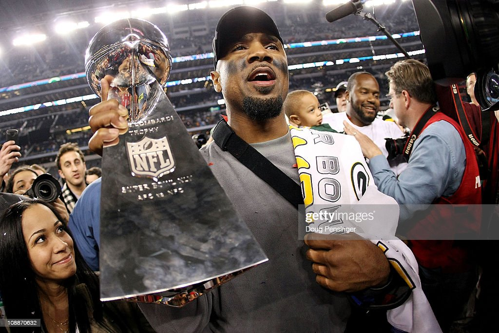 <a gi-track='captionPersonalityLinkClicked' href=/galleries/search?phrase=Charles+Woodson&family=editorial&specificpeople=218111 ng-click='$event.stopPropagation()'>Charles Woodson</a> #21 of the Green Bay Packers, who was injured during the game, celebrates with the Vince Lombardi Trophy after they defeated the Pittsburgh Steelers 31 to 25 in Super Bowl XLV at Cowboys Stadium on February 6, 2011 in Arlington, Texas.