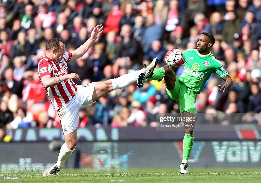 Charlie Adam of Stoke City and Jermain Defoe of Sunderland during the Barclays Premier League match between Stoke City and Sunderland at Britannia Stadium on April 30, 2016 in Stoke on Trent, England