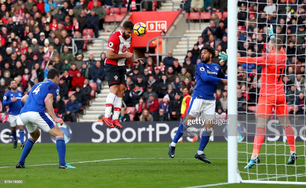 Charlie Austin of Southampton scores the 3rd Southampton goal during the Premier League match between Southampton and Everton at St Mary's Stadium on November 26, 2017 in Southampton, England.