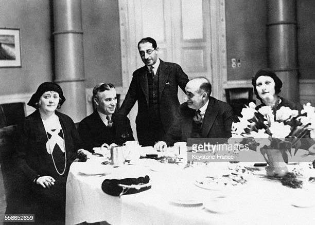 Charlie Chaplin invité à déjeuner chez le préfet de police à Berlin Allemagne