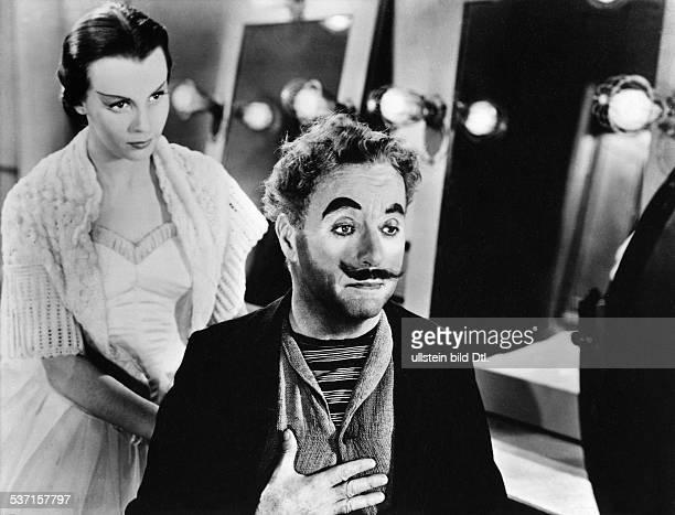 Charlie Chaplin Schauspieler Regisseur Grossbritannien mit Claire Bloom in 'Limelight' 1952