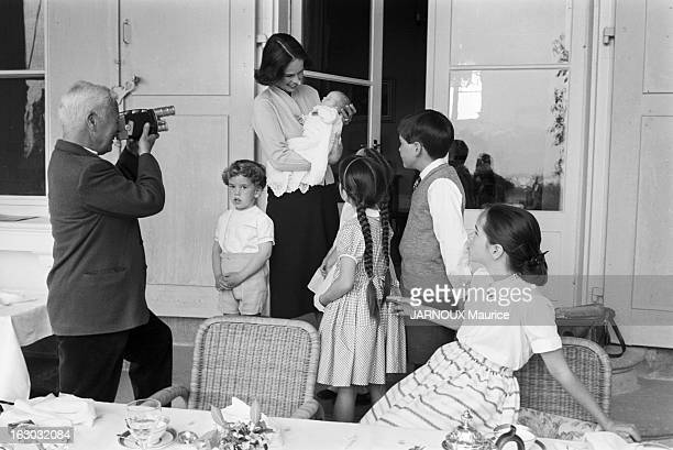 Charlie Chaplin With Family A Sixth Child For Oona And Charlie Chaplin