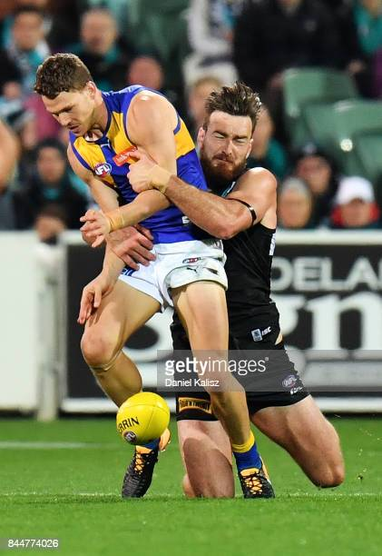 Charlie Dixon of the Power tackles Jack Redden of the Eagles during the AFL First Elimination Final match between Port Adelaide Power and West Coast...