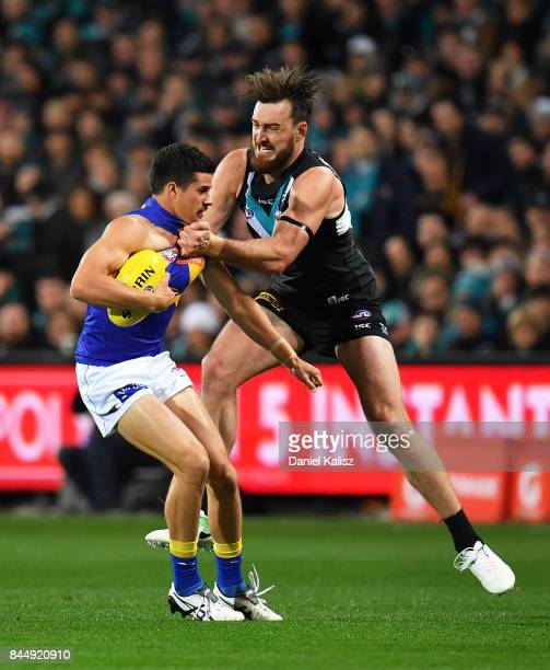 Charlie Dixon of the Power tackles Liam Duggan of the Eagles during the AFL First Elimination Final match between Port Adelaide Power and West Coast...