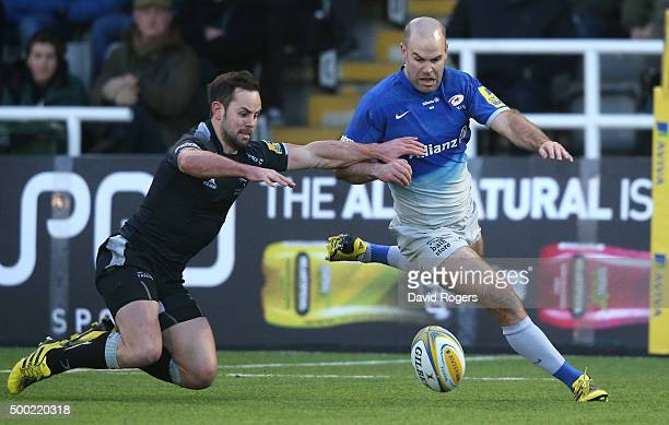 Charlie Hodgson of Saracens attempts to beat Micky Young to the loose ball during the Aviva Premiership match between Newcastle Falcons and Saracens...