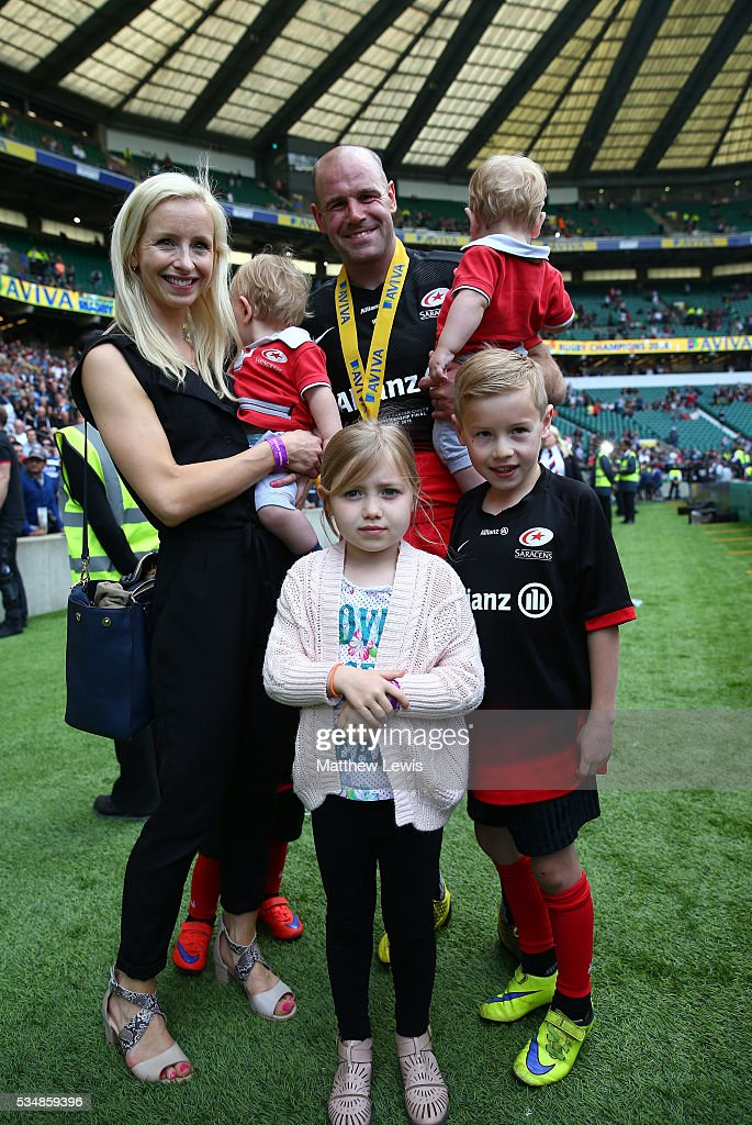 <a gi-track='captionPersonalityLinkClicked' href=/galleries/search?phrase=Charlie+Hodgson&family=editorial&specificpeople=202536 ng-click='$event.stopPropagation()'>Charlie Hodgson</a> of Saracens celebrates with his family after the Aviva Premiership final match between Saracens and Exeter Chiefs at Twickenham Stadium on May 28, 2016 in London, England.