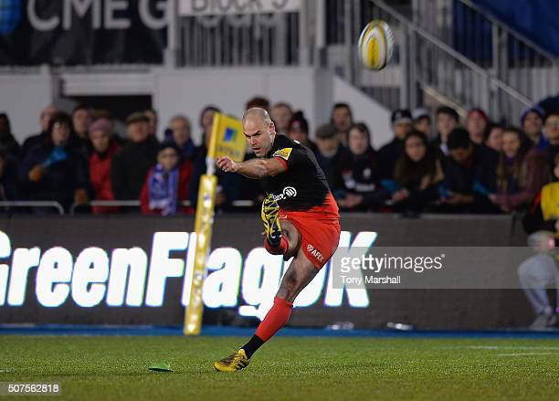 Charlie Hodgson of Saracens takes a penalty kick during the Aviva Premiership match between Saracens and Bath Rugby at Allianz Park on January 30...