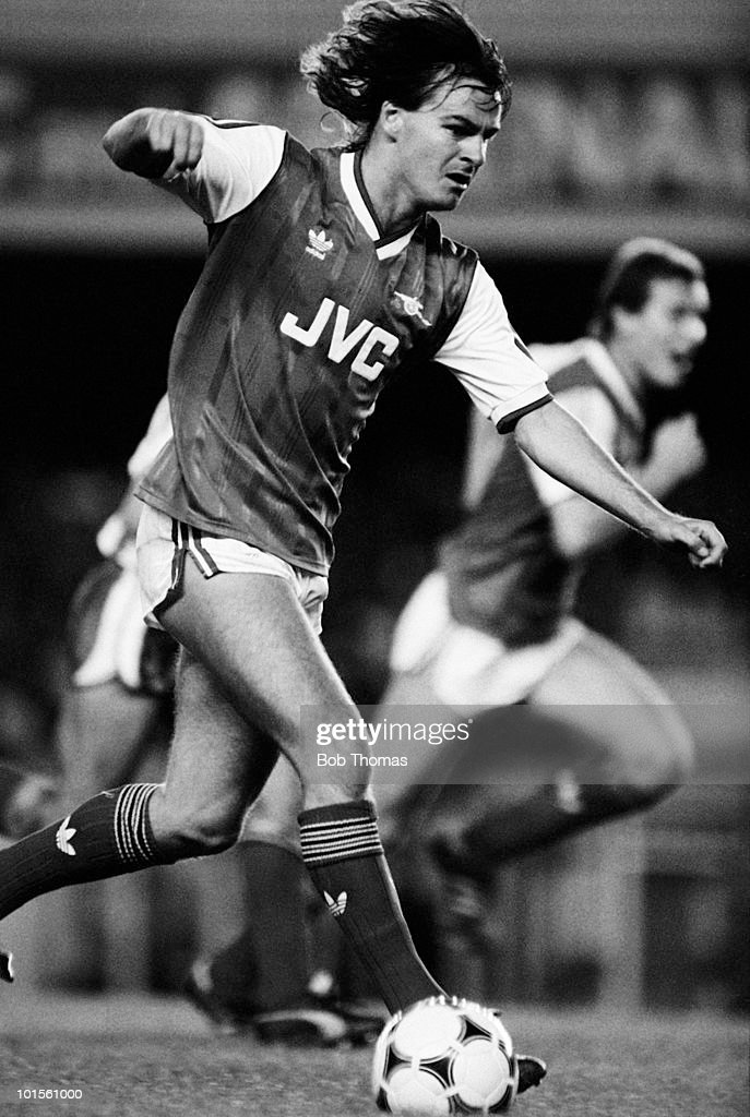 Charlie Nicholas of Arsenal in action against Sheffield Wednesday during a Division One football match held at Highbury, London on 2nd September 1986. Arsenal beat Sheffield Wednesday 2-0. (Bob Thomas/Getty Images).