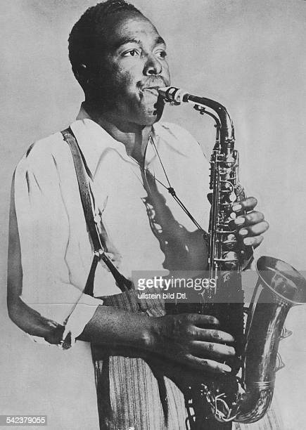 Charlie Parker*Jazz musician saxophonist USAplaying the saxophone 1950ies