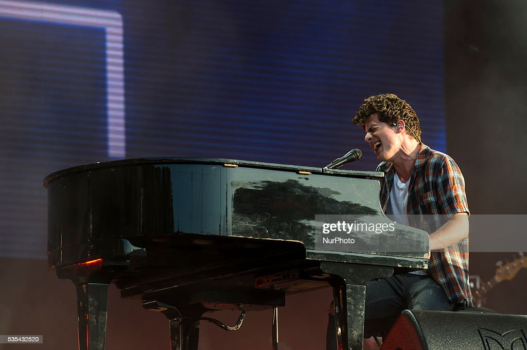 <a gi-track='captionPersonalityLinkClicked' href=/galleries/search?phrase=Charlie+Puth&family=editorial&specificpeople=9889377 ng-click='$event.stopPropagation()'>Charlie Puth</a> performs on Mundo stage at Rock in Rio on May 29, 2016 in Lisbon, Portugal.