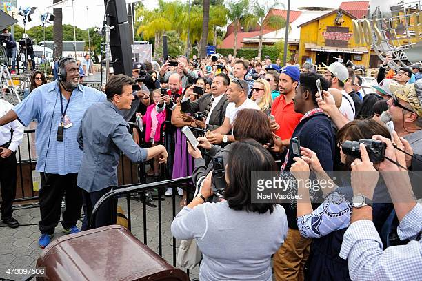 Charlie Sheen signs autographs for fans at 'Extra' at Universal Studios Hollywood on May 12 2015 in Universal City California