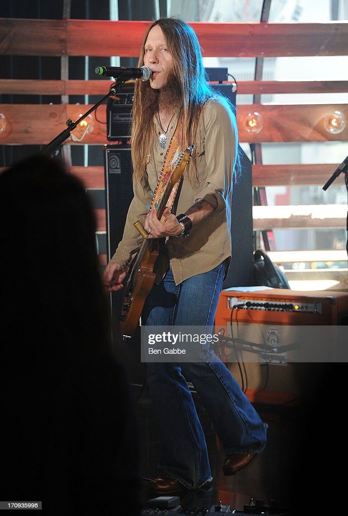 Charlie Starr of Blackberry Smoke performs during the MTV, VH1, CMT & LOGO 2013 O Music Awards on June 20, 2013 in New York City.