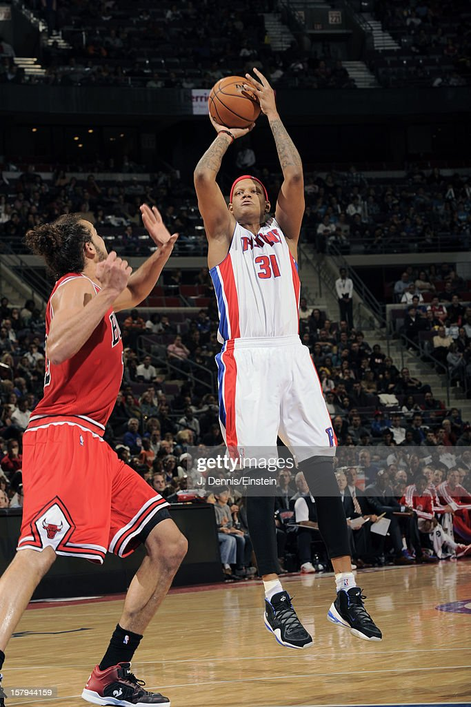 <a gi-track='captionPersonalityLinkClicked' href=/galleries/search?phrase=Charlie+Villanueva&family=editorial&specificpeople=215189 ng-click='$event.stopPropagation()'>Charlie Villanueva</a> #31 of the Detroit Pistons shoots against <a gi-track='captionPersonalityLinkClicked' href=/galleries/search?phrase=Joakim+Noah&family=editorial&specificpeople=699038 ng-click='$event.stopPropagation()'>Joakim Noah</a> #13 of the Chicago Bulls on December 7, 2012 at The Palace of Auburn Hills in Auburn Hills, Michigan.