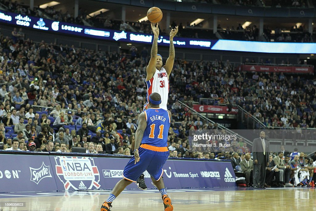 Charlie Villanueva #31 of the Detroit Pistons shoots against Ronnie Brewer #11 of the New York Knicks during a game between the New York Knicks and the Detroit Pistons at the 02 Arena on January 17, 2013 in London, England.