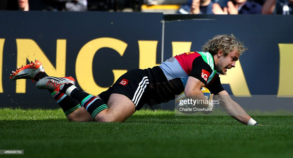 Charlie Walker of Harlequins goes over for the teams first try during the Aviva Premiership match between HarleHarlequins and Gloucester at...