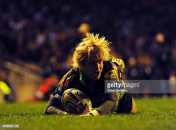 Charlie Walker of Harlequins in action during the Aviva Premiership match between Harlequins and Exeter Chiefs at Twickenham Stadium on December 28...