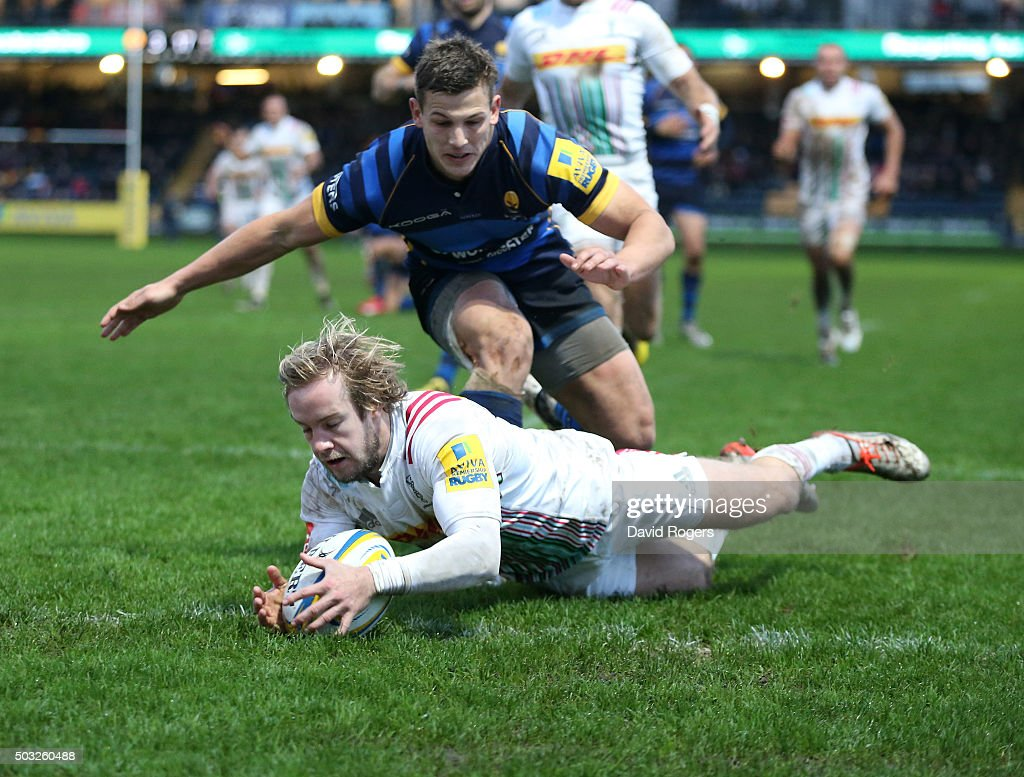 Charlie Walker of Harlequins scores his second try of the match during the Aviva Premiership match between Worcester Warriors and Harlequins at...