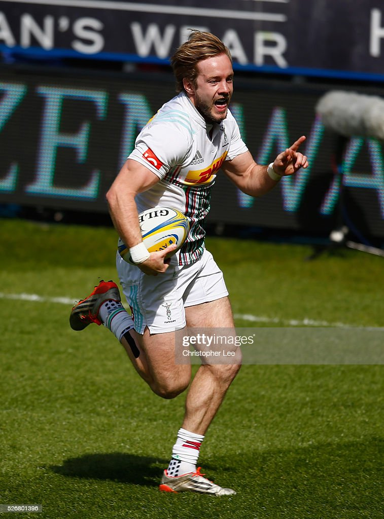 Charlie Walker of Quins runs towards the try line for his and Quins first try during the Aviva Premiership match between London Irish and Harlequins at the Madejski Stadium on 1 May, 2016 in Reading, England.