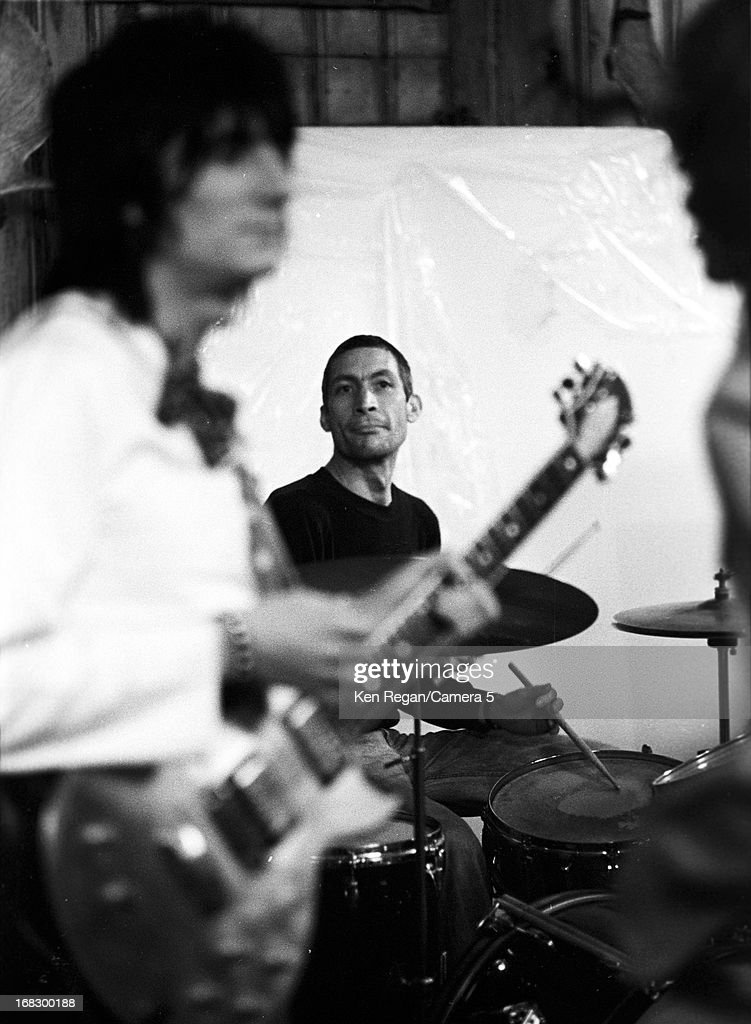 <a gi-track='captionPersonalityLinkClicked' href=/galleries/search?phrase=Charlie+Watts&family=editorial&specificpeople=213325 ng-click='$event.stopPropagation()'>Charlie Watts</a> of the <a gi-track='captionPersonalityLinkClicked' href=/galleries/search?phrase=Rolling+Stones&family=editorial&specificpeople=85170 ng-click='$event.stopPropagation()'>Rolling Stones</a> is photographed at artist Andy Warhol's home in 1975 in Montauk, New York.