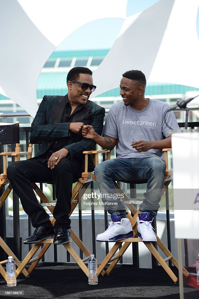 Charlie Wilson and Kendrick Lamar on stage at the 2013 BET Awards press conference at Icon Ultra Lounge on May 14, 2013 in Los Angeles, California.
