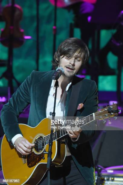 Charlie Worsham performs onstage at the Country Music Hall of Fame and Museum Medallion Ceremony to celebrate 2017 hall of fame inductees Alan...