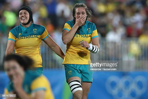 Charlotte Caslick of Australie celebrates victory with her team mate Chloe Dalton after winning the Women's Gold Medal Final Rugby Sevens match...