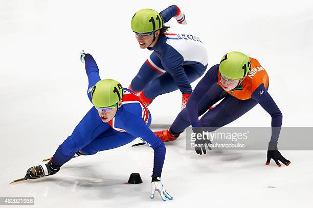 Charlotte Gilmartin of Great Britain Veronique Pierron of France and Suzanne Schulting of the Netherlands compete in the Womens 1000m heats during...