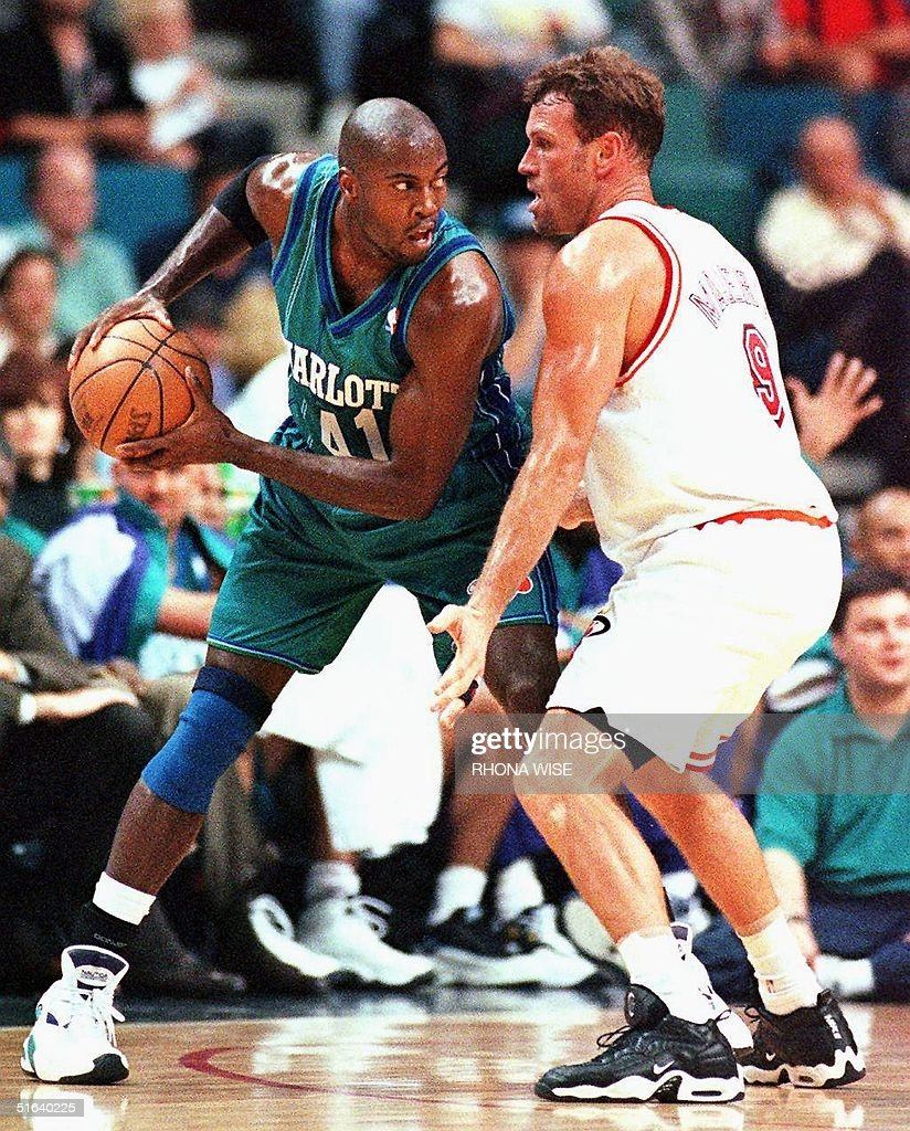 Charlotte Hornets forward Glen Rice L tries to g