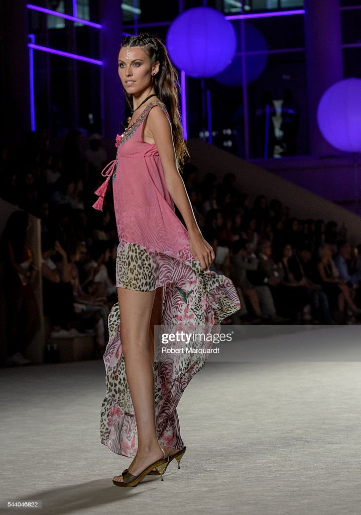 Charlotte Murray walks the runway for the Lola Casademunt colletion during the Barcelona 080 Fashion Week Spring/Summer 2017 at the INFEC on July 1, 2016 in Barcelona, Spain.