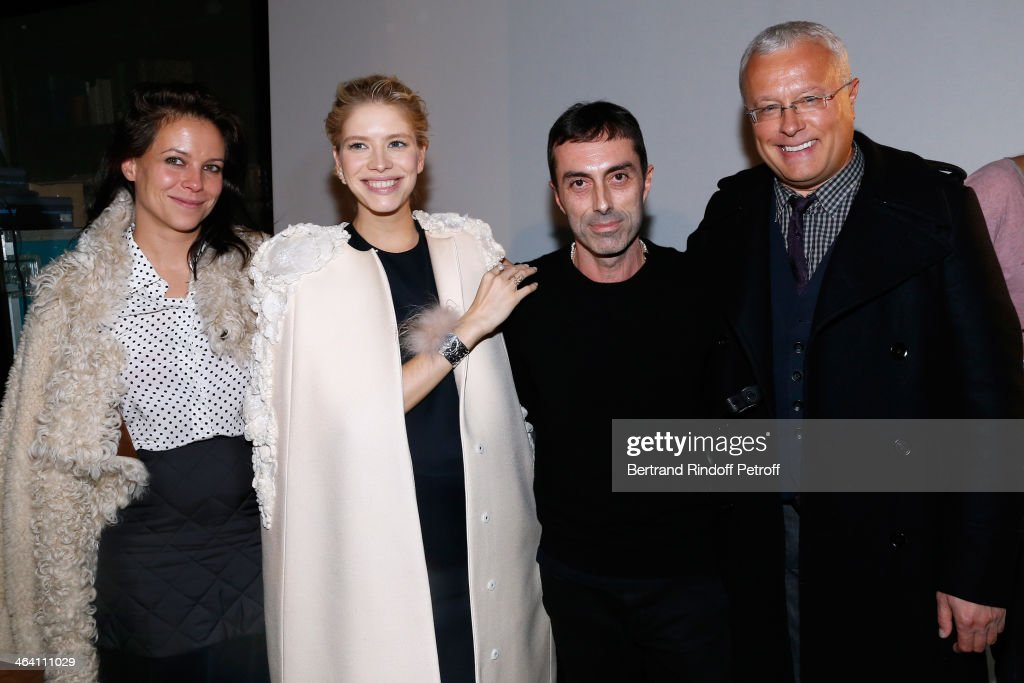 Charlotte Stockdale (L), Fashion Designer <a gi-track='captionPersonalityLinkClicked' href=/galleries/search?phrase=Giambattista+Valli&family=editorial&specificpeople=4321791 ng-click='$event.stopPropagation()'>Giambattista Valli</a> (2nd R), Model <a gi-track='captionPersonalityLinkClicked' href=/galleries/search?phrase=Elena+Perminova&family=editorial&specificpeople=6479553 ng-click='$event.stopPropagation()'>Elena Perminova</a> (2nd L) and her husband owner of newspaper 'Evening Standard' <a gi-track='captionPersonalityLinkClicked' href=/galleries/search?phrase=Alexander+Lebedev&family=editorial&specificpeople=584717 ng-click='$event.stopPropagation()'>Alexander Lebedev</a> (R) poses backstage after the <a gi-track='captionPersonalityLinkClicked' href=/galleries/search?phrase=Giambattista+Valli&family=editorial&specificpeople=4321791 ng-click='$event.stopPropagation()'>Giambattista Valli</a> show as part of Paris Fashion Week Haute Couture Spring/Summer 2014 on January 20, 2014 in Paris, France.