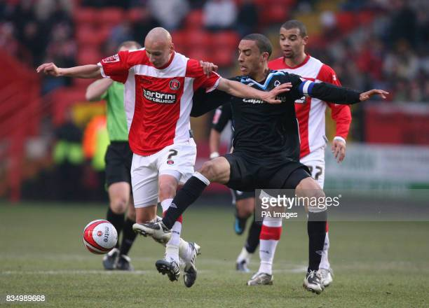Charlton Athletic's Jonjo Shelvey and Nottingham Forest's James Perch battle for the ball during the CocaCola Championship match at The Valley...