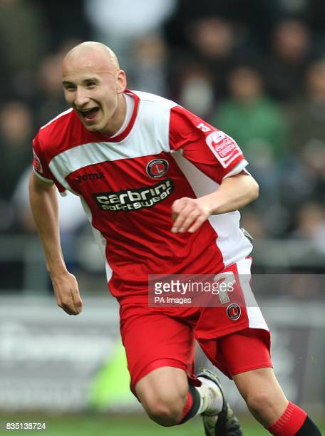 Charlton Athletic's Jonjo Shelvey celebrates after team mate Nick Bailey scores the equalising goal