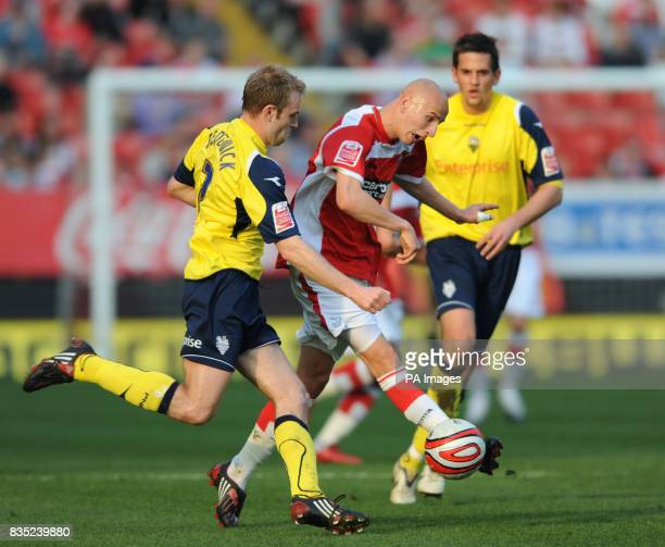 Charlton Athletic's Jonjo Shelvey gets away from Preston North End's Chris Sedgwick during the CocaCola Championship match at The Valley London