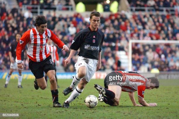 Charlton Athletic's Scott Parker goes past Sunderland's Julio Arca and Kevin Kilbane