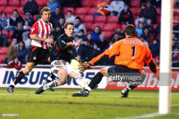Charlton Athletic's Scott Parker shoots at Sunderland's goalkeeper Thomas Sorensen