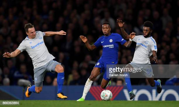 Charly Musonda of Chelsea Phil Jagielka of Everton and Beni Baningime of Everton in action during the Carabao Cup Fourth Round match between Chelsea...