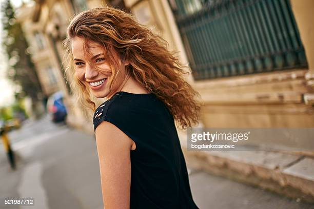 Charmantes Mädchen Lächeln
